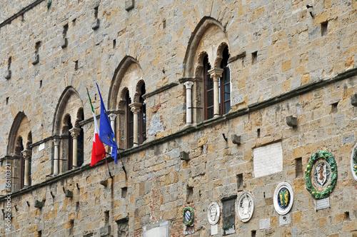 Photo  Volterra, palazzi di Piazza dei Priori