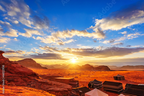 Photo  The Valley of the Moon in Wadi Rum, Jordan at sunset