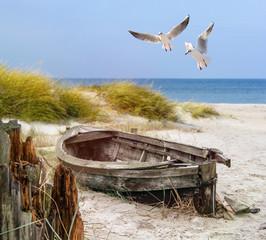 Obraz na Szkle Do łazienki altes Fischerboot, Möwen, Strand und Meer