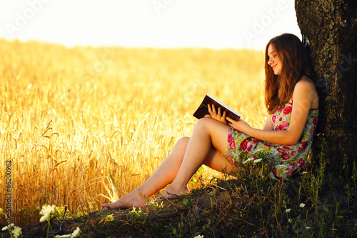 Fotografie, Obraz  Young woman reading on nature
