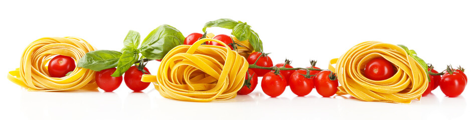 Panel Szklany Podświetlane Warzywa Raw homemade pasta and tomatoes, isolated on white