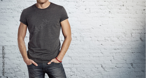 man wearing grey t-shirt