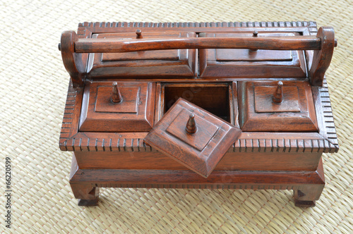 Foto  multi-purpose wooden box