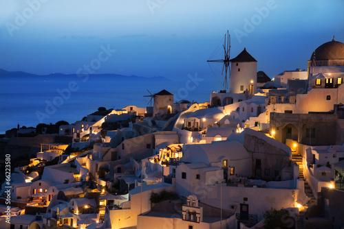 oia-wioska-w-wieczor-po-zmierzchu-santorini-grecja