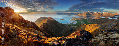 Foto-Tapete - Norway Landscape panorama with ocean and mountain - Lofoten (von TTstudio)
