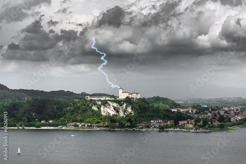 Fotografia, Obraz  Lightning over the Fortress of Angera, Varese