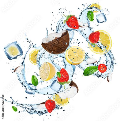 swieze-owoce-z-pluskiem-wody