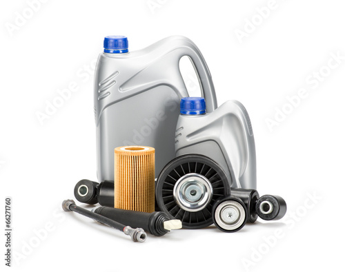 Fotografía  DIfferent new car parts, isolated on white