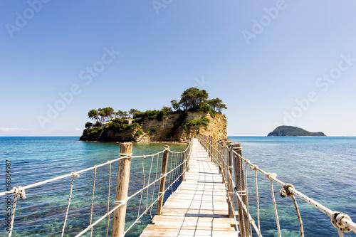 mala-wyspa-z-mostem