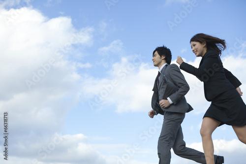 Foto  Laufender Geschäftsmann und Geschäftsfrau