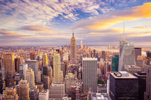 Sunset view of New York City looking over midtown Manhattan плакат