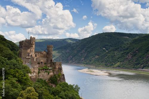 fototapeta na szkło Zamek Rheinstein widokiem na dolinę Renu