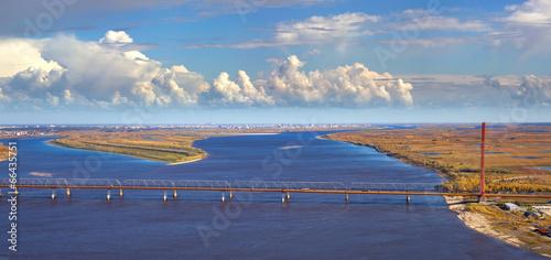 Pinturas sobre lienzo  Bridges over the great river, top view