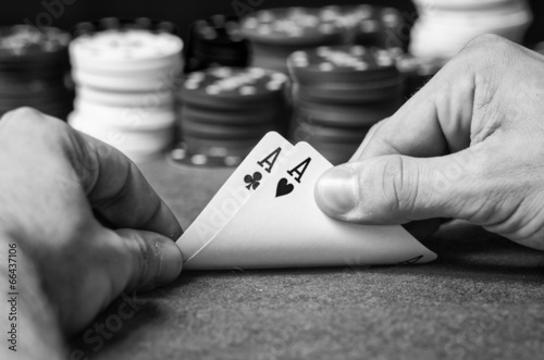 Fotografia  Double ace in poker in black and white