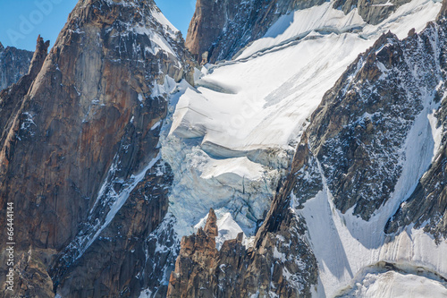 Fotobehang Bergen Massif de mont Blanc on the border of France and Italy. In the f