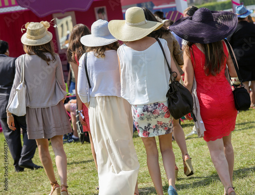 Tablou Canvas elegant women with their beautiful hats