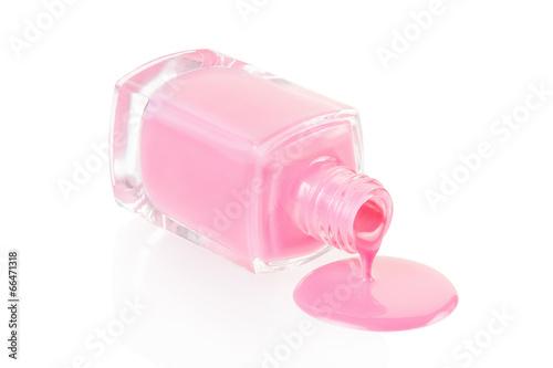 Vernis à ongles rose déversant isolé sur blanc, tracé de détourage Tableau sur Toile