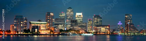Poster London London Canary Wharf at night
