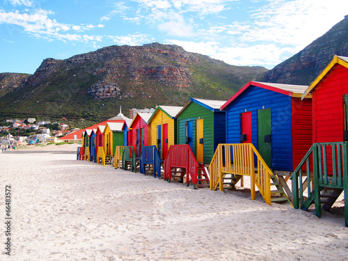 Poster Afrique du Sud Row of wooden brightly colored huts