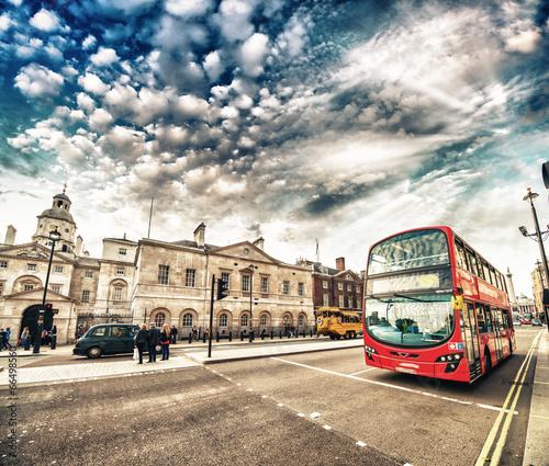 Türaufkleber London roten bus Modern Double Decker Bus in the streets of London