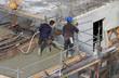 Vibrateur à béton sur un chantier de construction d'immeuble