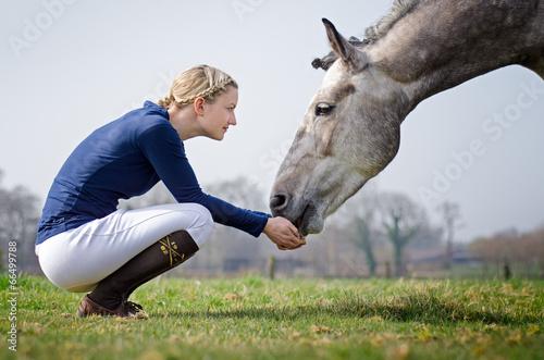 Fotografía  Reiterin mit Pferd
