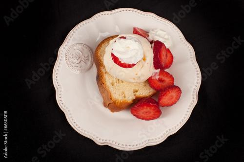 Fényképezés Strawberry shortcake top view on a black background