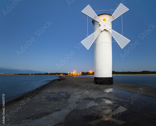 Montage in der Fensternische Leuchtturm Latarnia morska na wejściu do portu w Świnoujściu