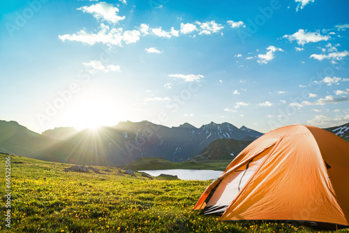 Tuinposter Kamperen camping in mountains