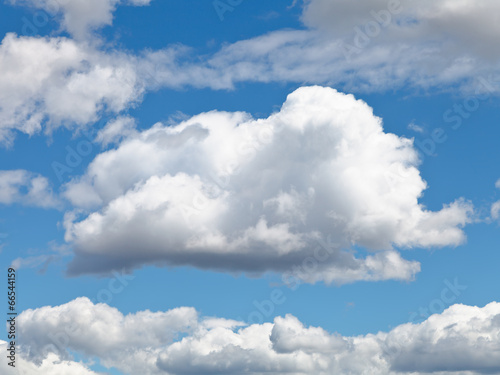 fluffy cloud in blue afternoon sky