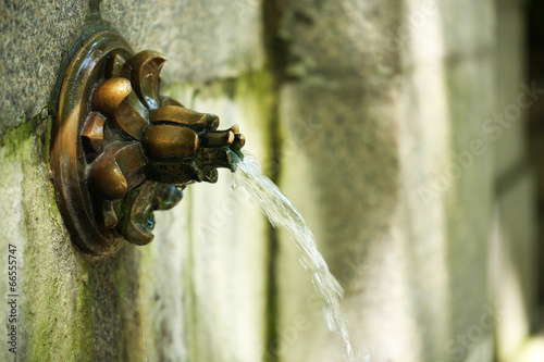 Photo sur Toile Fontaine Water fountain in garden