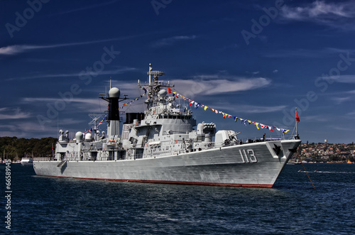 Photo  Chinese destroyer PLANS Qingdao in Sydney harbour
