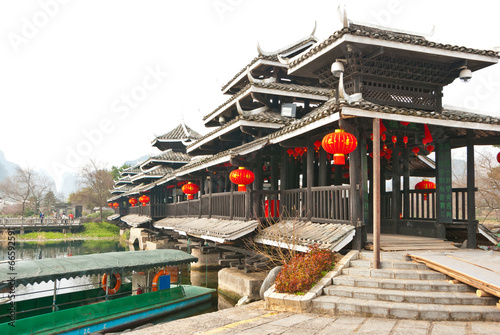 Staande foto Guilin Chinese Traditional Bridge at The Shangri-La Guilin, Guilin