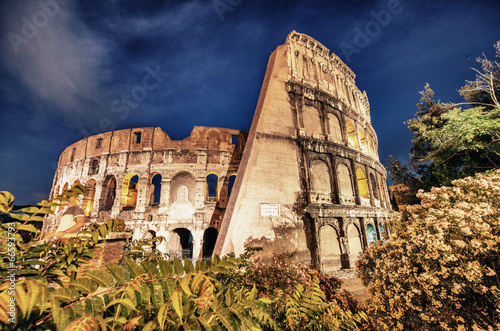 Photo  Rome, The Colosseum. Night view on a beautiful summer night