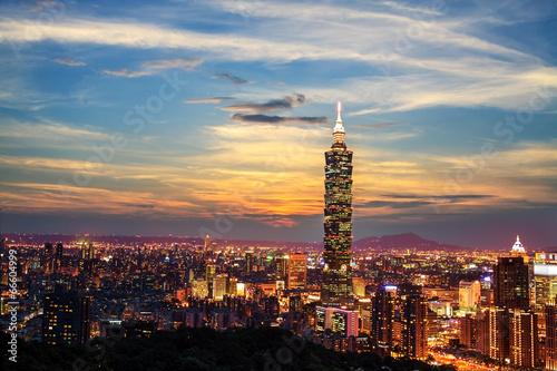 Fototapeta premium Taipei, Tajwan wieczorem panoramę.