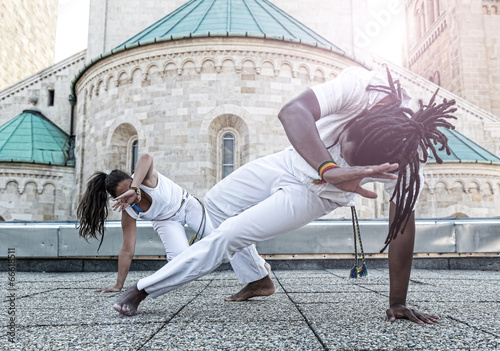 In de dag Vechtsport Young pair capoeira partnership ,spectacular sport