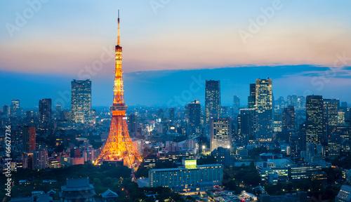 tokyo-tower-w-nocy