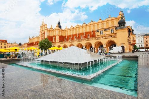 Fototapeta Cloth Hall on Rynek Glowny and fountain in Krakow obraz