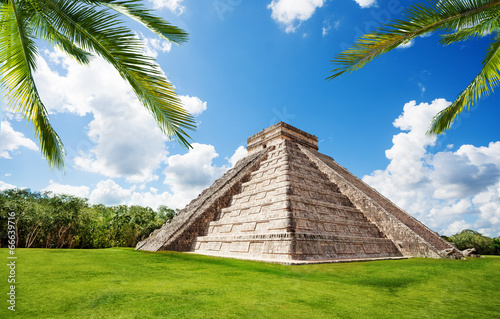Foto op Canvas Mexico Chichen Itza monument in summer, Mexico