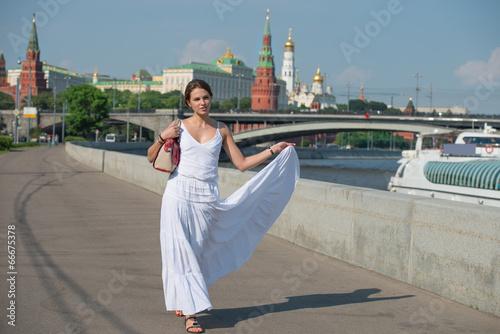 Spoed Foto op Canvas Moskou Along the river