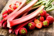 Rhababer Und Erdbeeren
