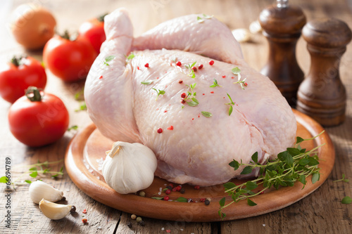 Tuinposter Kip whole raw chicken with rose pepper and thyme