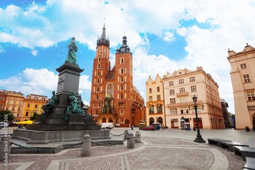 Photo sur Toile Cracovie Saint Mary's Basilica and Rynek Glowny