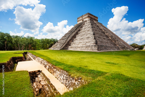 Aluminium Prints Mexico Monument of Chichen Itza during summer in Mexico