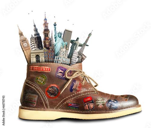 podroze-buty-z-naklejkami-podroznymi-i-zabytkami