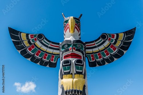 Photo  Totem pole at Duncan Vancouver island