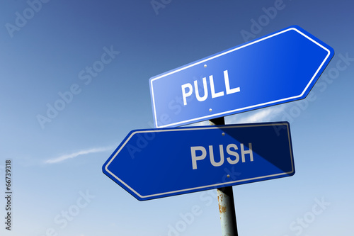 Fotografía  Pull and Push directions.  Opposite traffic sign.
