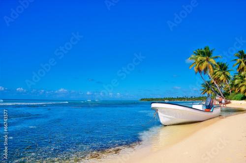 Láminas  Пляж с лодкой