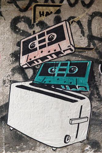 graffiti-kasety-magnetofonowe-i-toster-styl-retro
