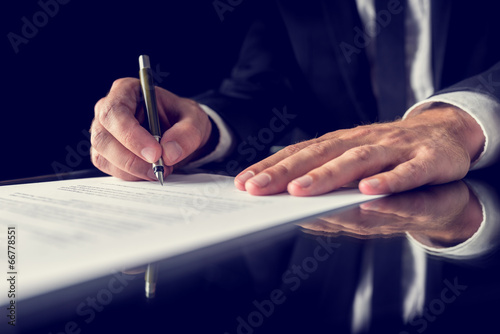 Fotografía  La firma de documento legal